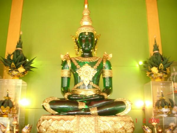 Tượng Phật Ngọc Lục Bảo