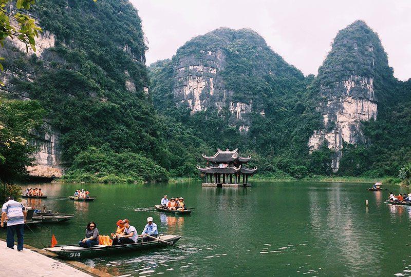 Hoa Lu and Tam Coc Tour full day